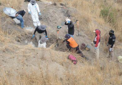 Exhuman 12 cuerpos en fosas clandestinas de Juventino Rosas.